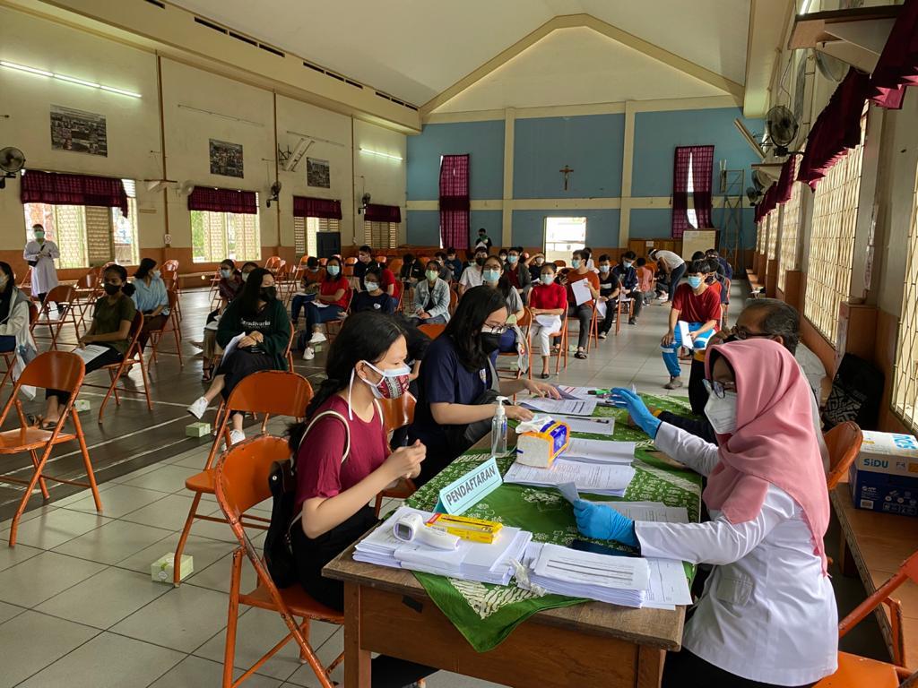 Pelaksanaan Program Vaksinasi COVID-19 bagi peserta didik kelas XII